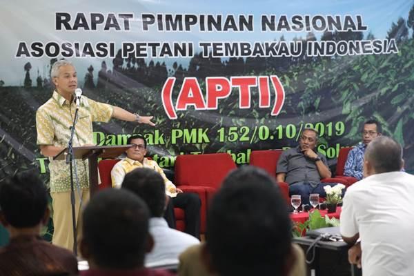 Gubernur Jawa Tengah Ganjar Pranowo saat memberikan paparan dalam acaraMusyawarah Pimpinan Nasional APTI yang dihadiri petani tembakau dari sembilan provinsi di Hotel Trio Magelang Senin (11/11/2019). - Istimewa