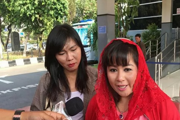 Politikus PDI Perjuangan Dewi Ambarwati alias Dewi Tanjung melaporkan penyidik KPK Novel Baswedan ke Polda Metro Jaya. - Antara