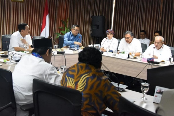 Rakor terkait percepatan pembangunan Kereta Cepat Jakarta/Bandung