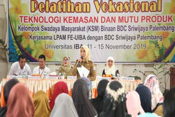 Wakil Walikota Palembang Fitrianti Agustinda saat memberikan pemaparan terkait wirausaha