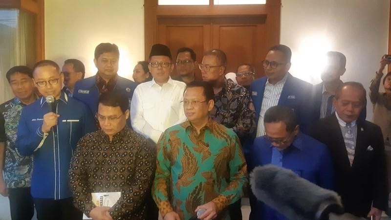 Ketua Majelis Permusyawaratan Rakyat Bambang Soesatyo (tengah) di Kantor Partai Amanat Nasional, Selasa (12/11/2019). - Bisnis/Jaffry
