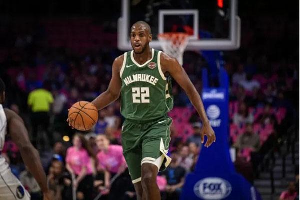 Forward klub basket NBA Milwaukee Bucks Khris Middleton - Reuters
