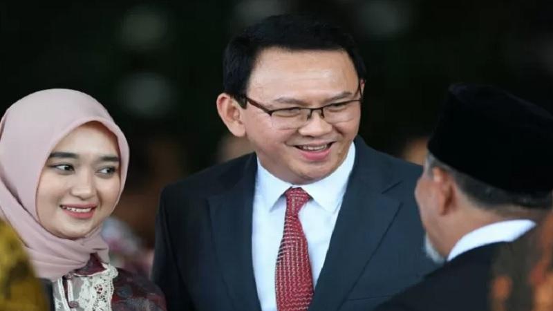 Basuki Tjahaja Purnama (tengah) menghadiri upacara pelantikan Presiden Joko Widodo dan Wakil Presiden Ma'ruf Amin di Gedung Nusantara, kompleks Parlemen, Senayan, Jakarta, Minggu (20/10/2019). - Antara