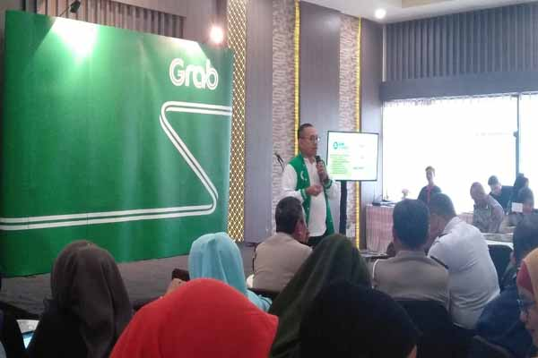 Mochammad Fadjar Wibowo, Head of Platform Safety & Quality Grab Indonesia, memberikan pemaparan terkait fitur safety center yang telah diluncurkan pihaknya - Bisnis/Dinda Wulandari