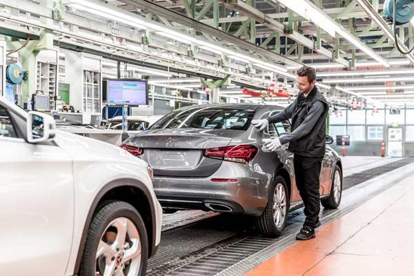 Produksi A-Class Saloon di pabrik Mercedes-Benz di Rastatt. - foto Daimler