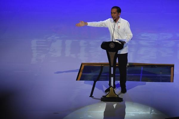 Presiden Joko Widodo (tengah) - ANTARA/Indrianto Eko Suwarso