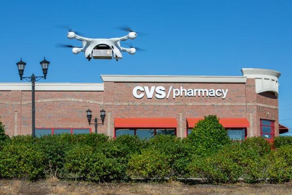 Drone milik United Parcel Service Inc. (UPS) lepas landas dalam uji coba mengantarkan obat dari gerai CVS di Cary, North Caroline, AS, Jumat (1/11/2019). - UPS via Reuters