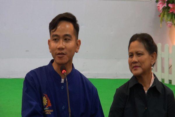 Ibu Negara Iriana Jokowi mendampingi putra sulungnya saat konferensi pers kelahiran cucu ketiganya di RS PKU Muhammadiyah, Solo, Jumat (15/11/2019)./JIBI/Solopos TV - solopos.com)