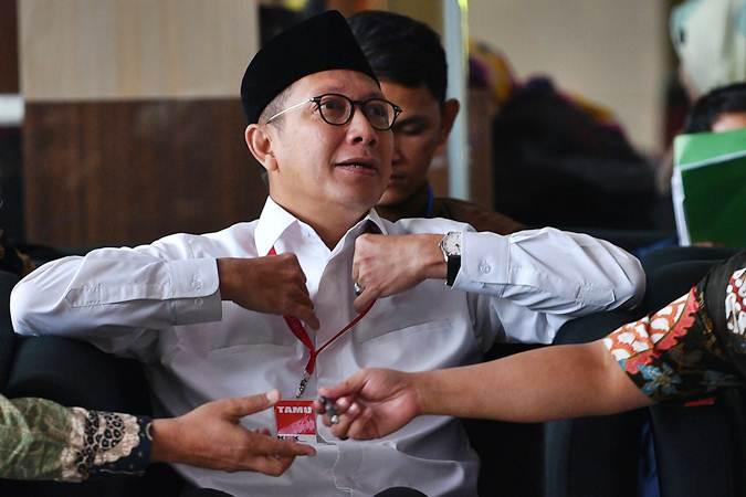 Menteri Agama Lukman Hakim Saifuddin menunggu untuk menjalani pemeriksaan di kantor KPK, Jakarta, Rabu (8/5/2019). - ANTARA/Sigid Kurniawan