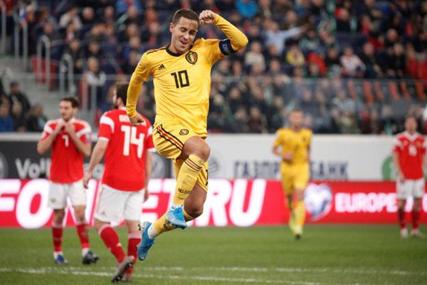 Penyerang sekaligus kapten Timnas Belgia Eden Hazard melakukan selebrasi setelah menjebol gawang Rusia. - Reuters/Anton Vaganov