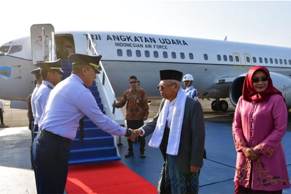 Wakil Presiden Maruf Amin beserta Ibu Hj. Wury Maruf Amin  - @wapres_ri