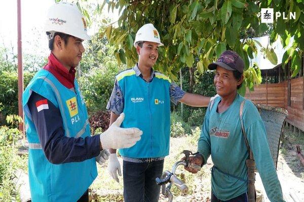 PLN Kalsel-Teng saat melakukan sosialisasi penggunaan listrik dengan aman. - Bisnis/Arief Rahman