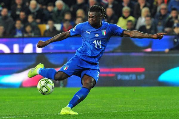 Moise Kean dalam balutan jersey Timnas Italia. - Reuters/Jennifer Lorenzini