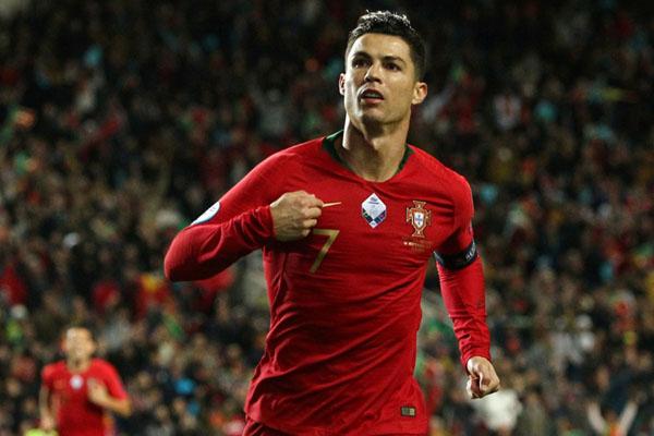 Ujung tombak dan kapten Timnas Portugal Cristiano Ronaldo. - Reuters/Pedro Nunes