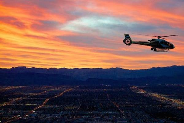 Ilustrasi wisata memakai helikopter. - viatour.com