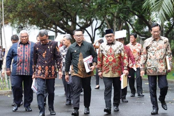 Gubernur Jabar Ridwan Kamil (tengah) - Istimewa