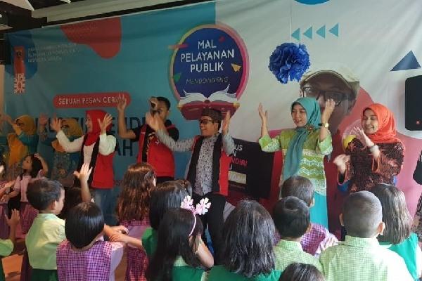 Kegiatan Mal Pelayanan Publik Mendongeng yang diselenggarakan Pemprov DKI Jakarta - doc. Humas