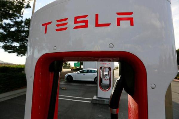 Stasiun Tesla Supercharger di Cabazon, California, Amerika Serikat. - Reuters/Sam Mircovich