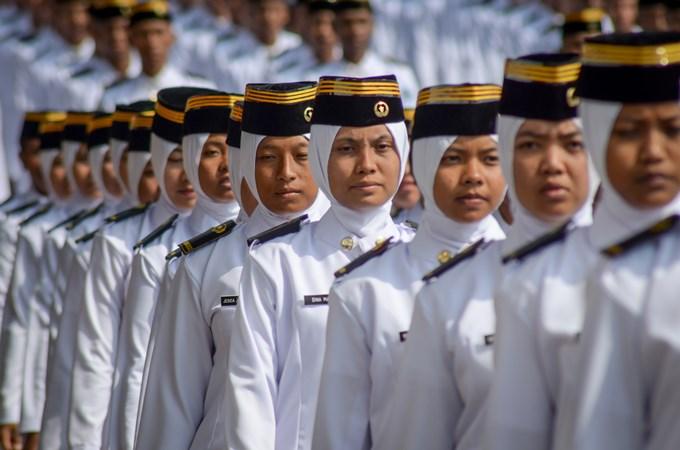 Sejumlah calon Muda Praja Institut Pemerintahan Dalam Negeri (IPDN) berbaris untuk mengikuti pelantikan Muda Praja angkatan XXX di Lapangan IPDN, Jatinangor, Kabupaten Sumedang, Jawa Barat, Kamis (31/10/2019)./ANTARA - Raisan Al Farisi