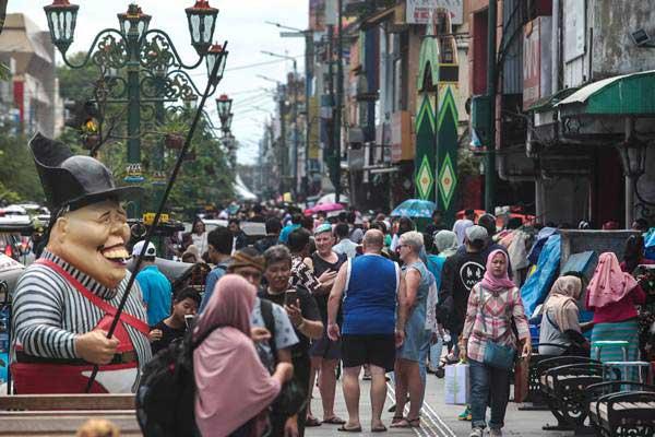 Wisatawan memadati kawasan wisata Malioboro, Yogyakarta, Senin (31/12/2018). - ANTARA/Andreas Fitri Atmoko