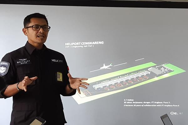 CEO Whitesky Aviation Denon Prawiraatmadja sedang menjelaskan tahapan proyek heliport di kawasan Bandara Soekarno-Hatta, Senin (15/4/2019). JIBI/Bisnis - Rio Sandy Pradana