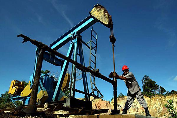 Pompa angguk milik Unit Bisnis Pertamina EP Sangasanga Tarakan di sumur minyak Juata, Tarakan, Kalimantan Timur. - JIBI
