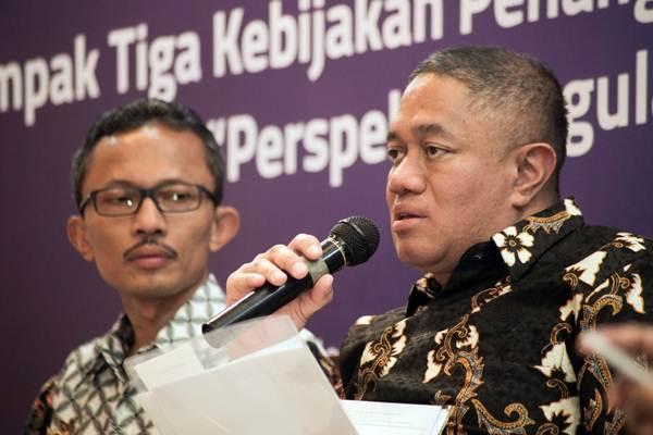 Direktur Utama JNE Mohamad Feriadi (kanan) memberikan paparan didampingi oleh Chairman Supply Chain Indonesia Setijadi dalam acara JNE Kumpul Bareng Kawan Pers di Jakarta, Senin (8/5/2018). - JIBI/Felix Jody Kinarwan