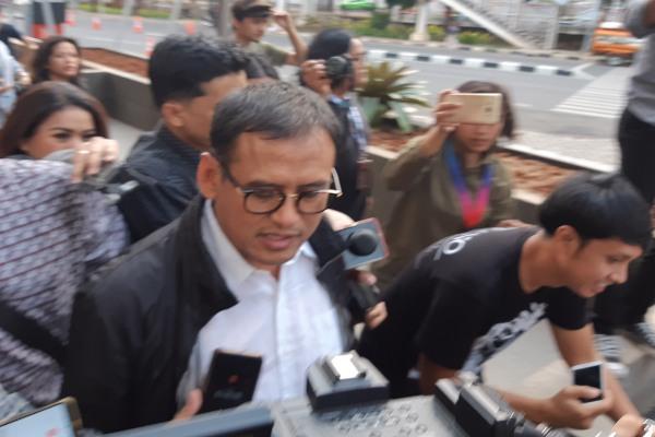 Dirut Petrokimia Gresik Rahmad Pribadi usai diperiksa KPK - Bisnis/Ilham Budhiman