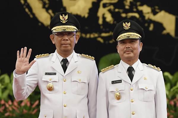 Gubernur Kalimatan Barat Sutarmidji (kiri) bersama Wakil Gubernur Ria Norsan usai pelantikan di Istana Negara, Jakarta, Rabu (5/9/2018). - ANTARA/Puspa Perwitasari