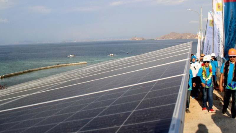 Pembangkit listrik tenaga surya (PLTS) di Manggarai Barat, Nusa Tenggara Timur. - Antara/Kornelis Kaha