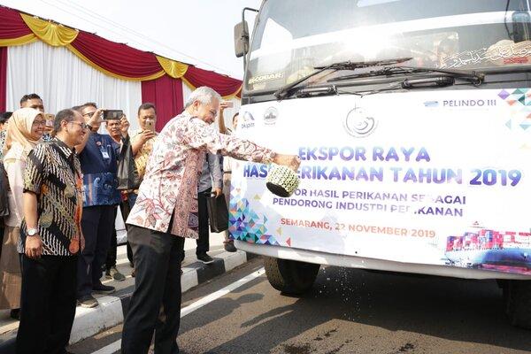 Gubernur Jawa Tengah Ganjar Pranowo usai melepas ekspor hasil perikanan Jateng di Kantor BKIPM Semarang. - Bisnis/Alif N.