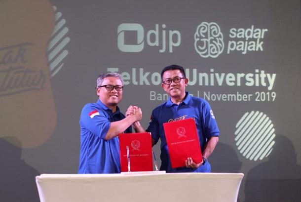 Rektor Telkom University Adiwijaya (kiri) beserta Kepala Kanwil DJP Jawa Barat I Neilmaldrin Noor - Istimewa