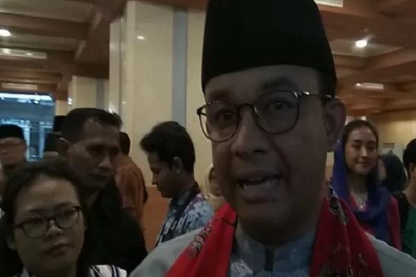 Gubernur DKI Jakarta Anies Baswedan memberikan pernyataan pada awak media di Balai Kota Jakarta, Jumat (22/11/2019). - Antara