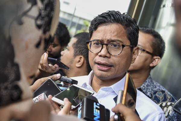 Pahala Nugraha Mansury, saat masih menjabat sebagai Direktur Utama PT Garuda Indonesia (Persero) Tbk., menjawab pertanyaan wartawan seusai melakukan pertemuan dengan pihak KPK di gedung KPK, Jakarta, Senin (11/9/2019). - ANTARA/Hafidz Mubarak A