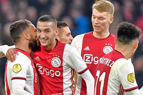 Para pemain Ajax Amsterdam merayakan kemenangan 4 - 1 atas Heracles Almelo. - Twitter@AFCAjax
