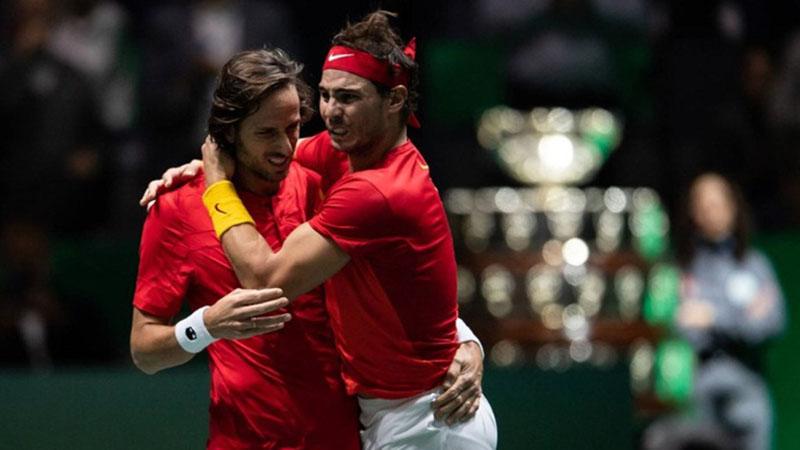Rafael Nadal (kanan) dan Feliciano Lopez sesaat setelah menentukan kemenangan Spanyol atas Britania Raya untuk lolos ke final Davis Cup melawan kanada. - DavisCup.com