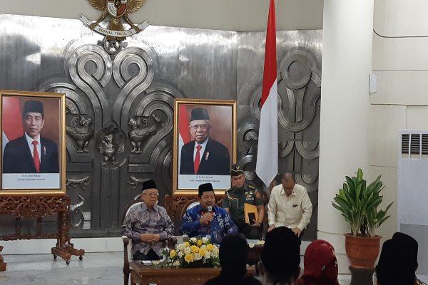 Wakil Presiden Ma'ruf Amin saat menerima pengurus pusat Asosiasi Program Studi Hukum Syariah di Kantor Wakil Presiden Jakarta, Senin (25/11/2019). - Anggara Pernando