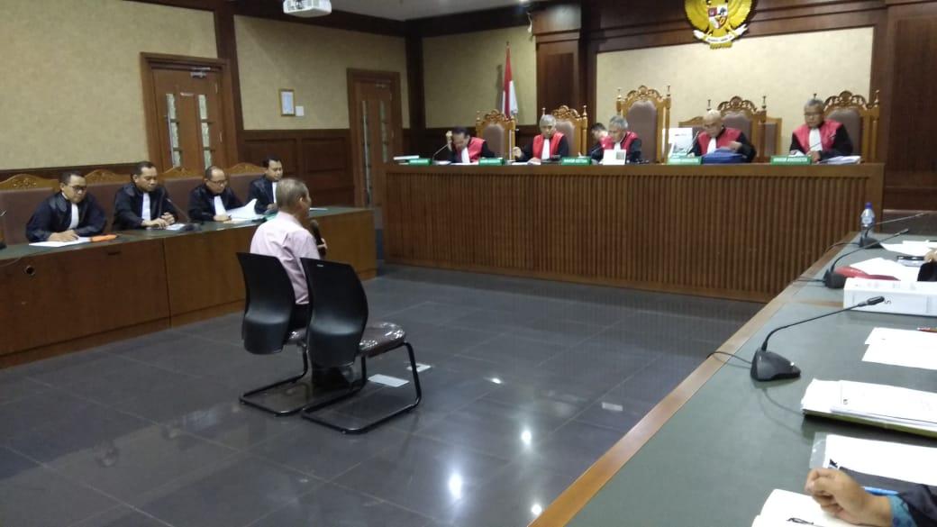 Pemilik PT Fajar Mulia Trasindo Pieko Njoto Setiadi menjalani sidang dakwaan - Bisnis