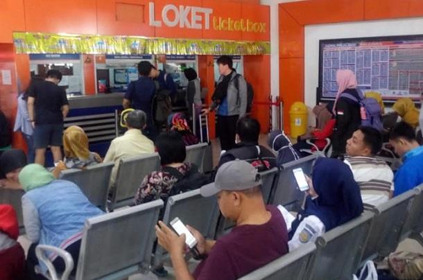 Suasana di stasiun kereta Bandung - Bisnis/Dea Andriyawan