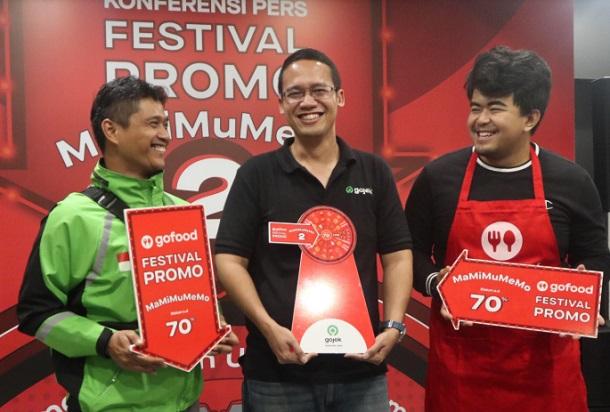 VP Regional Gojek Jawa Barat dan Banten, Becquini Akbar (tengah) - Bisnis/Dea Andriyawan