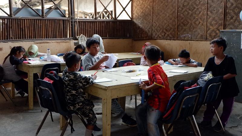 Anak-anak belajar di 'Sekolah Kami' - Istimewa