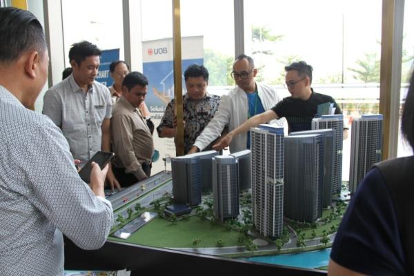 Maket kawasan superblok Ciputra International di Puri Indah, Jakarta Barat. - Bisnis
