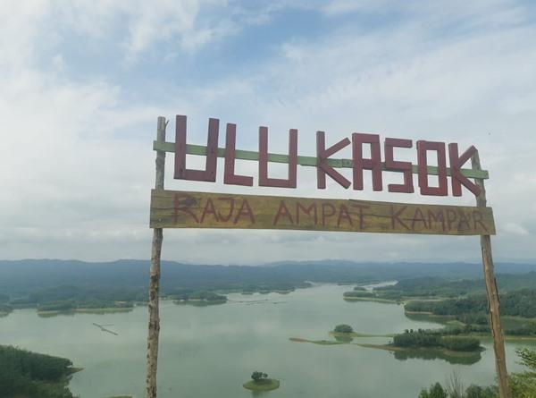 Pemandangan dari Puncak Ulu Kasok di Waduk Koto Panjang di Kabupaten Kampar, Provinsi Riau, Selasa (26/11/2019). BISNIS - Rivki Maulana