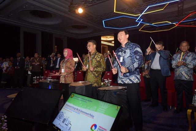 Direktur Utama PT Pertamina (Persero) Nicke Widyawati (kiri), Menteri ESDM Arifin Tasrif (tengah), dan Komisaris Utama Pertamina Basuki Tjahaja Purnama saat menghadiri pembukaan Pertamina Energy Forum 2019, Selasa (26/11/2019). - Istimewa