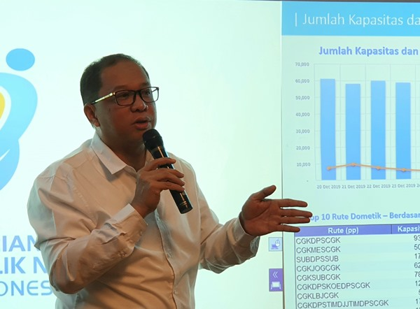 Direktur Niaga Garuda Indonesia Pikri Ilham Kurniansyah memaparkan persiapan maskapai dalam masa angkutan Nataru 2020 di Gedung Kementerian BUMN, Selasa (26/11/2019). BISNIS - Rio Sandy Pradana