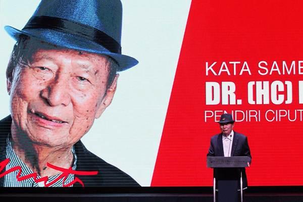 Chairman Ciputra Group, Ciputra, memberikan sambutan saat peluncuran buku The Passion of My Life di Jakarta, Rabu (29/11). - JIBI/Dwi Prasetya