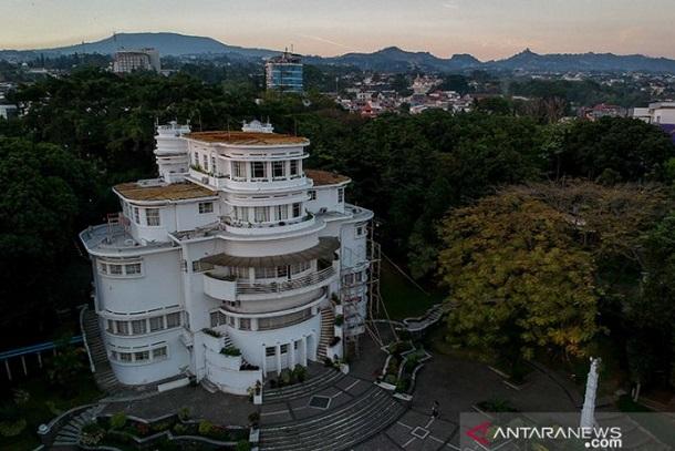 Gedung Isola yang merupakan salah satu bangunan cagar budaya di Kota Bandung - Antara