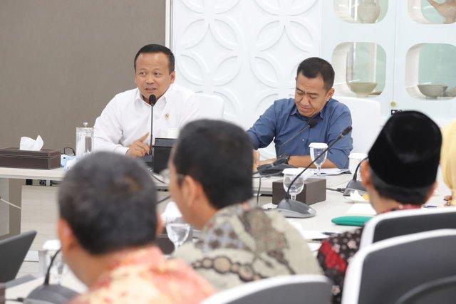 Menteri Kelautan dan Perikanan Edhy Prabowo melakukan pertemuan dengan stakeholders pergaramannasional, Selasa (26/11/2019). - Istimewa