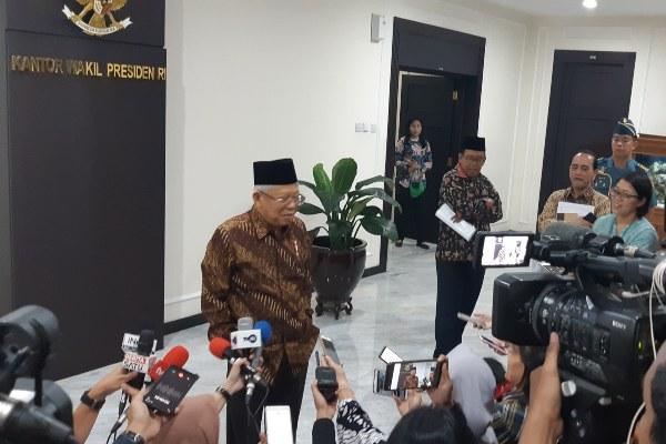 Wakil Presiden Ma'ruf Amin memberikan keterangan kepada wartawan terkait dengan sejumlah isu yang berkembang. - Bisnis/Anggara Pernando