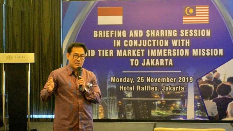 Chief of Corporate Banking Officer Bank Muamalat Irvan Yulian Noor saat presentasi di hadapan pengusaha asal Malaysia, Senin (25/11). - Bisnis/istimewa